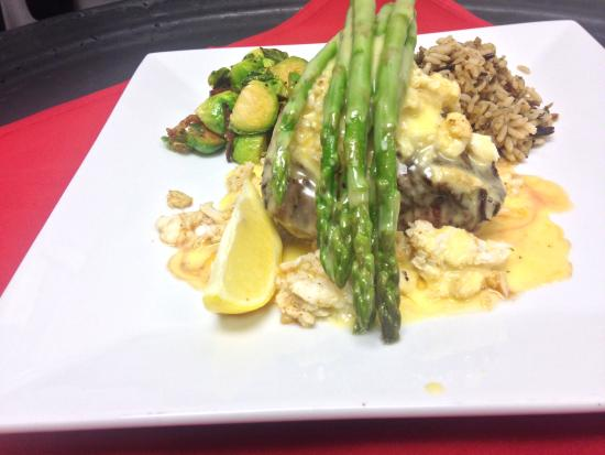 The Works Bar and Grill: Filet Oscar