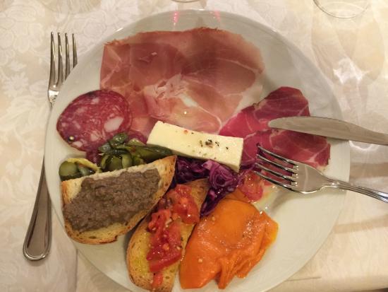 Pizzeria-Trattoria Napoli del'Albergo la Foresteria: Antipasti misti
