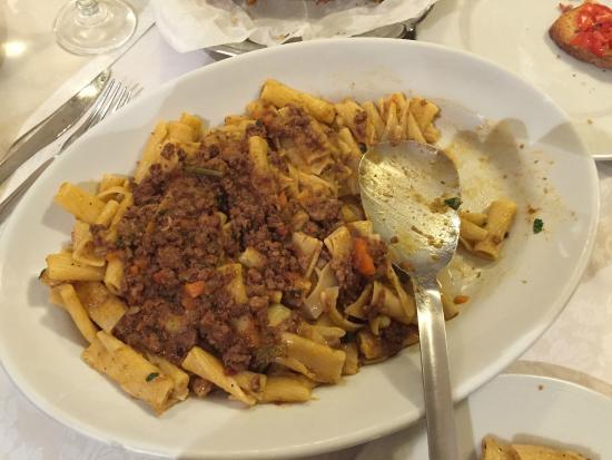Pizzeria-Trattoria Napoli del'Albergo la Foresteria: Pasta al ragù bianco e cipolla (Genovese)