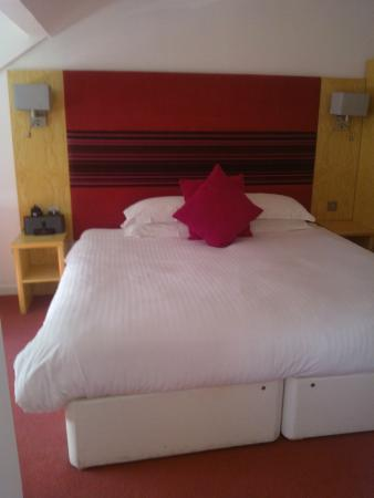 The Clubhouse Hotel: Comfy Bed
