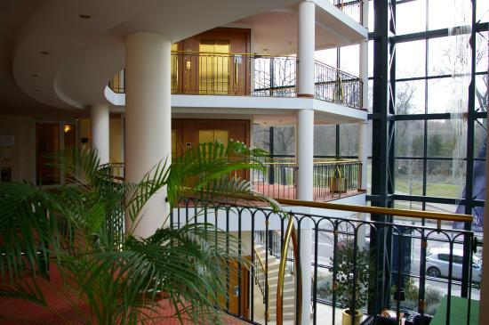 Victor's Residenz-Hotel Berlin: Le hall intérieur