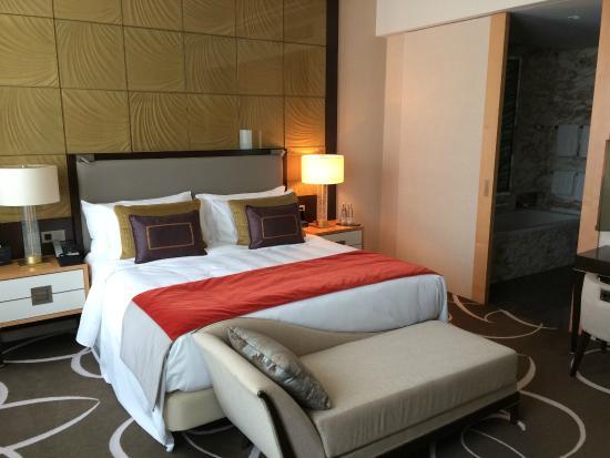 deluxe zimmer bild von waldorf astoria berlin berlin tripadvisor. Black Bedroom Furniture Sets. Home Design Ideas