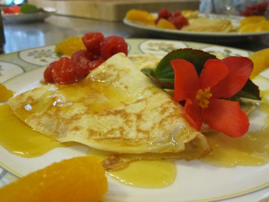 Green Woods Inn: Orange and  raspberry crepes