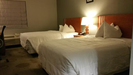 Marble Waters Hotel & Suites : Average beds