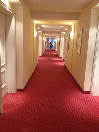 Victor's Residenz-Hotel Berlin: Korridorer