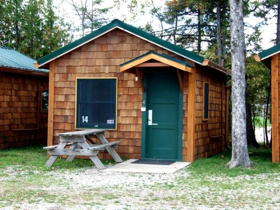 Inside 3 person cabin picture of mackinac lakefront for Cabin rentals mackinaw city