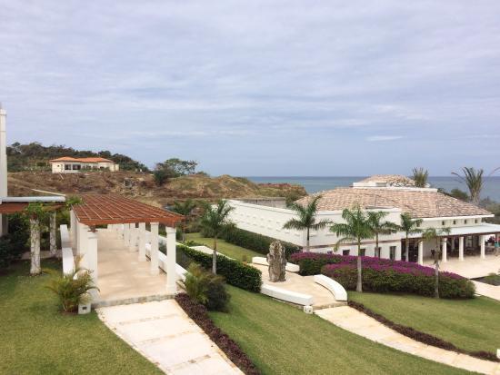 Las Verandas Hotel & Villas : Toujours les travaux mais à gauche du parc de l'hotel