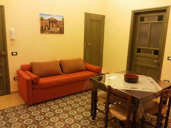 Cucina Con Divano : La Rondinella B&B: Soggiorno/cucina con divano ...