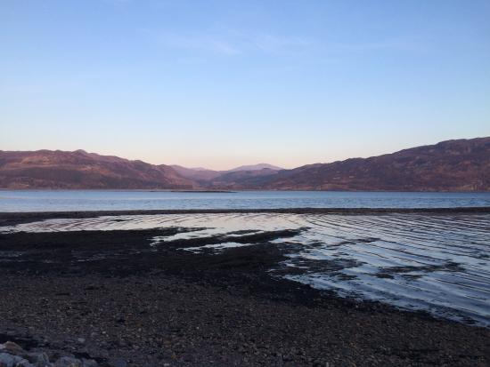 The Old Manse Lochcarron: En face du Lochcarron Bistro