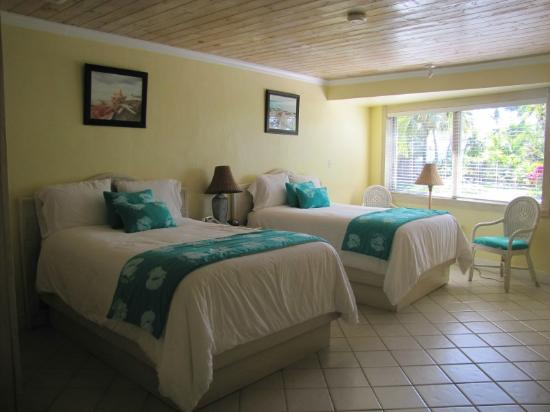 Conch Inn Hotel and Marina: Love the colors and decor size of the rooms.