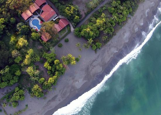 Agua Dulce Beach Resort: Birds Eye Property and Beach
