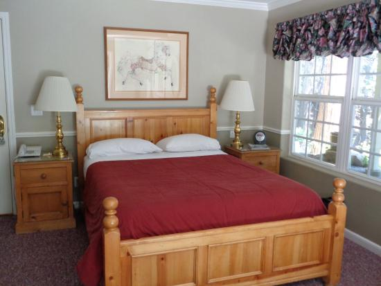 McCaffrey House Bed and Breakfast Inn: The Cork Room