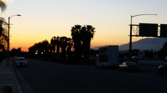 Good Nite Inn Redlands: This shows the proximity of the freeway (I-10). Quiet, despite the proximity!