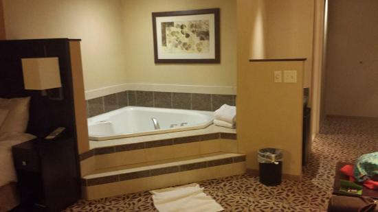 Courtyard by Marriott Lake Placid: Room with Jacuzzi