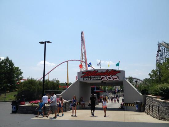 In Senior executives with Taft Broadcasting purchased the theme park division of Taft and formed Kings Entertainment Company (KECO) with Kings Dominion, Carowinds in Charlotte, N.C., Kings Island in Cincinnati, Ohio, and Canada's Wonderland in Toronto, Ontario.