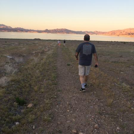 Lake Mead RV Village: Lake Mead is lower, so the walk down was about .3 miles; lovely!