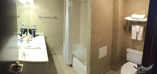 Holiday Inn Wilmington: bath