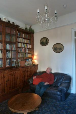 O'Donovan's Hotel: Beautiful library on our floor for a comfy chat
