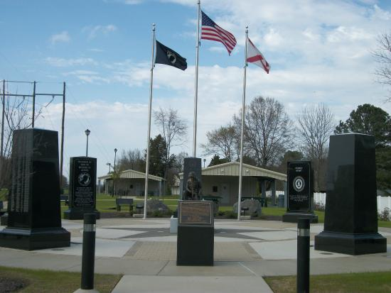 Priceville, AL: Flags at Monument Courtyard