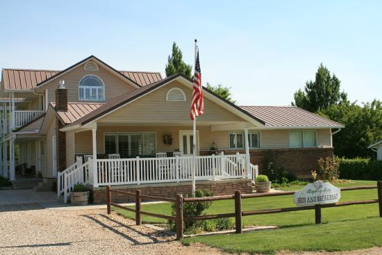 Bryce Canyon Livery Bed and Breakfast: front