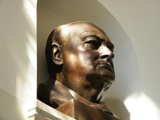 The National Churchill Museum: Churchill bust