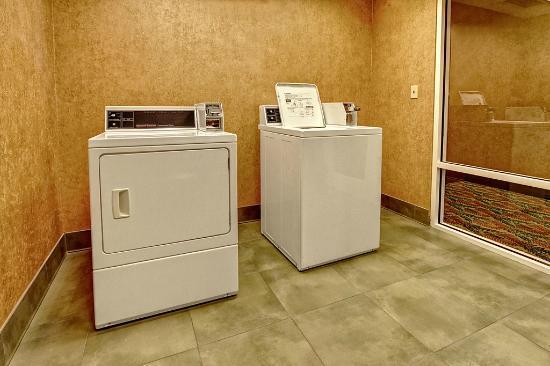 Hampton Inn & Suites Destin-Sandestin: Coin Operated Guest Laundry
