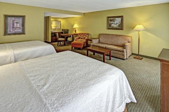 Hampton Inn & Suites Destin-Sandestin: Two Queen Bed Suite Guest Room