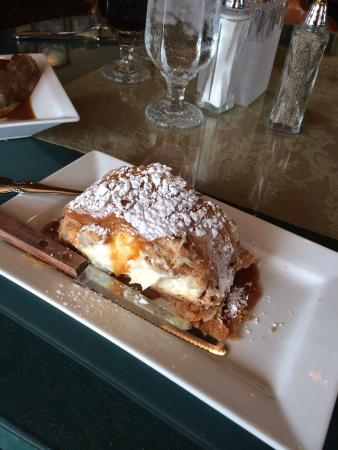 Alpine Inn : Apple cheese strudel with caramel sauce