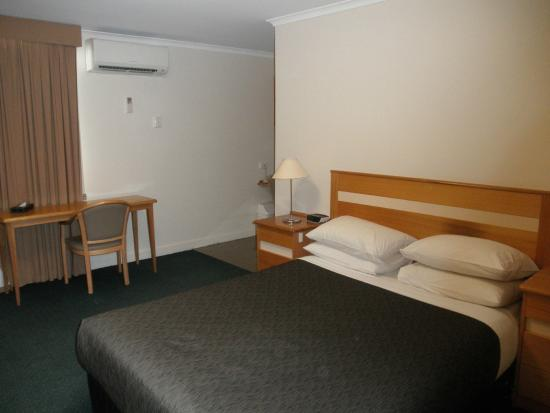 Best Western Melbourne's Princes Park Motor Inn: Room on second floor