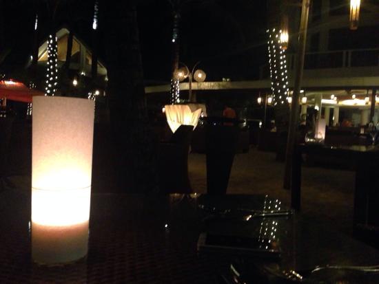 Al Fresco Bar and Restaurant: Ресторан