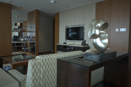 Sheraton Grand Beijing Dongcheng Hotel: Room 1905 / Superior Suite - Sitting Area