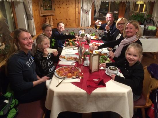 Alpenhotel Waldfrieden: Family dinner in the Zirbenstube