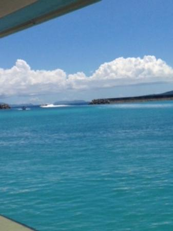 Uehara : 上原港から先に帰京する友人の乗ったフェリーを桟橋で見送る…このキレイなブルー!