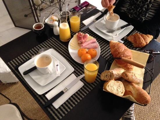 Maison Allene Bed and Breakfast : petit Déjeuner copieux