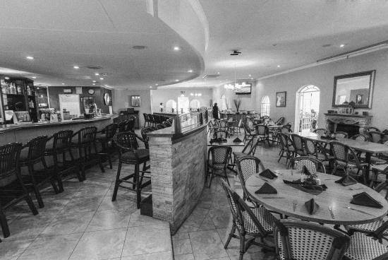 CedarWoods of Sandton: Restaurant/ Bar