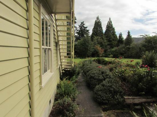 The Old Nurses Home Guesthouse: Courtyard View to Grounds