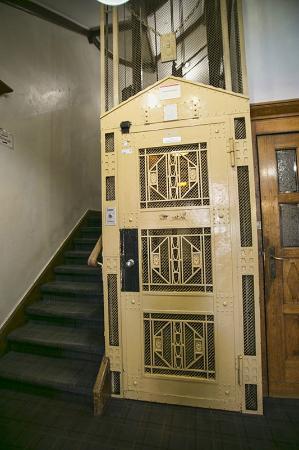 Hotel Pension Margrit: the old elevator