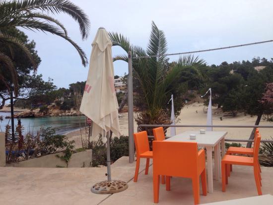 Caballito del Mar: Kijk is wat een uitzicht zelfs zonder mooi weer. Het menu is ook in het Nederlands helemaal goed