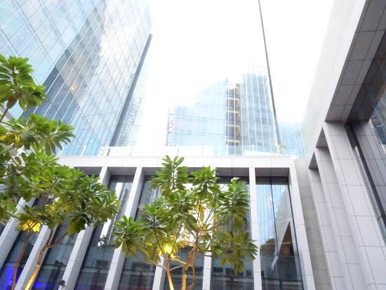 The Oberoi, Dubai : espacio interior que une los 2 bloques de habitaciones