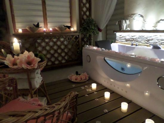 Limba Apart House: Apartament Romantica z Jacuzzi