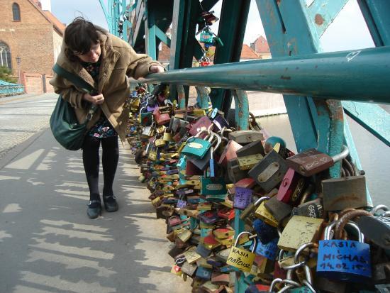Tumski Bridge: Padlocks
