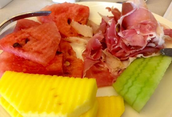 AOC French Brasserie: Prosciutto and fresh fruits