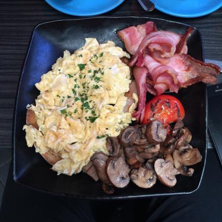 Il Tempo: Hearty Big Breakfast :)