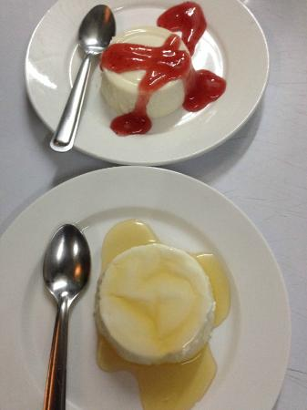 Ranee's Restaurant: Home made Italian panna cotta with caramel or strawberry or chocolate sauce