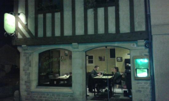 Fred' Au: Restaurant entrance