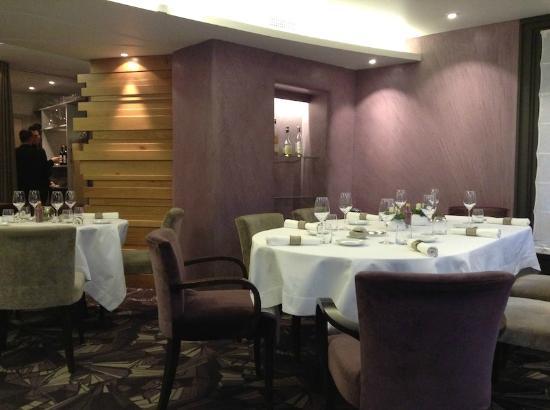 Hôtel Restaurant du Vieux Pont: salle à manger (ce soir là, que 7 tables d'occupées)