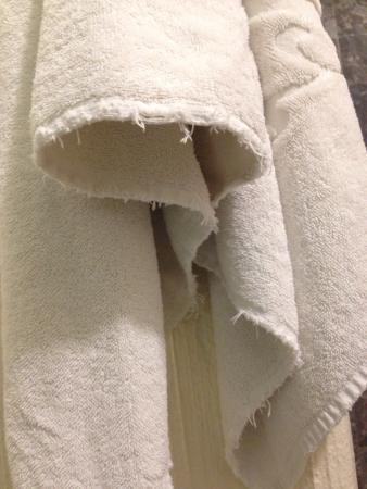 Hotel Abu: Toallas en pésimo estado
