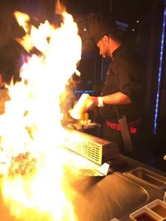 Yamato Sushi and Teppan-Yaki Restaurant: The dinner show