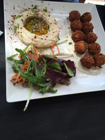 La Mesa Restaurant: Falafell plate from the daily menu!