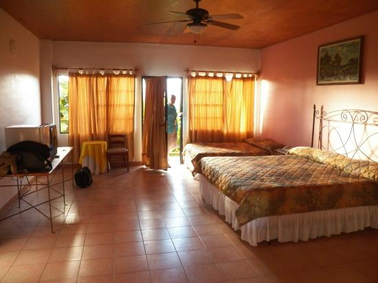 Hotel Lomas Sn. Thomas: Room was sparse, furniture-wise